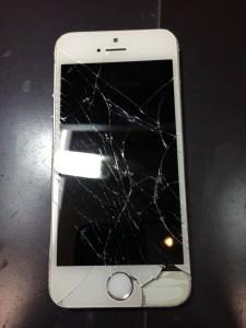 高所から落ちたiPhone