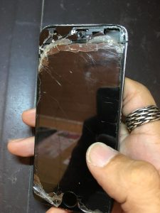 iPhone5s画面割れ