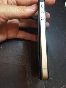バックパネルが浮き上がったiPhone4s
