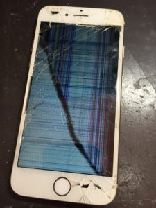 ガラスも液晶も破損してるiPhone7