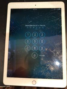 ガラス面が粉々に割れたiPad Air2