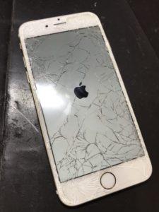 ガラスがバキバキに割れたiPhone6