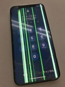 割れて縦線の表示不良とタッチ不良のiPhoneX
