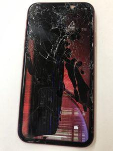 ガラスと液晶の割れで半分以上が黒くなってるiPhoneXR