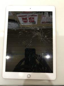 ガラスが全体にヒビ割れたiPad6