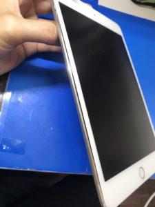 バッテリー膨張で隙間ができたiPad mini4
