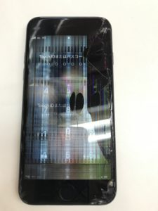 ガラス割れと表示不良のiPhone7