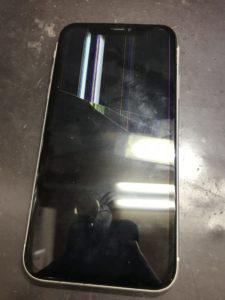 5階の高さから落ちて表示不良のiPhoneXR