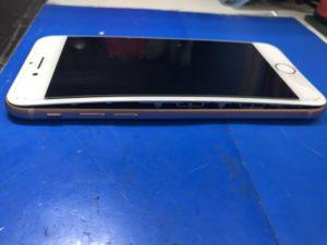横に隙間ができたiPhone8