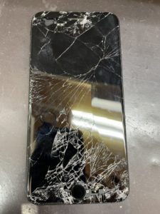 落として真っ暗になり動かないiPhone7Plus