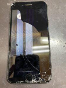 落下で液晶まで割れたiPhone8