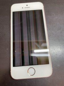 縦線とタッチ不良が出ているiPhoneSE